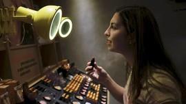 Bahaya di Balik Kebiasaan Coba-coba Produk 'Tester' Kosmetik