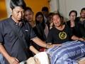 Kesedihan Selimuti Keluarga Korban Pengeboman di Bangkok