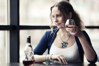 Asam urat bisa diperparah dengan diet tinggi purin dan alkohol, jadi batasi asupan daging Anda dan hindari alkohol sepenuhnya selama serangan asam urat. (Foto: Ilustrasi/Thinkstock)