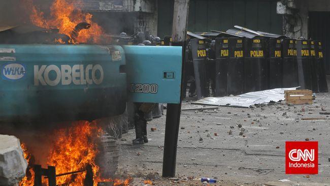 Polisi Bekuk Seluruh Pembakar Alat Berat di Kampung Pulo