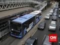 Bus TransJakarta Terguling di depan UKI
