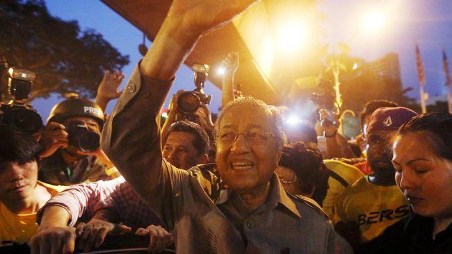 Hadir di Protes Bersih, Mahathir Sebut Najib 'Bangsat'