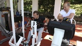 Putin dan PM Rusia <i>Fitness</i> dan <i>Barbecue</i> Bersama