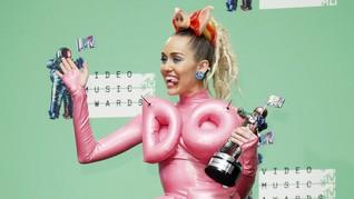 Miley Cyrus Akui Suka Telepon 'Nakal' dengan Liam Hemsworth