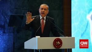 Erdogan Kecam Macron karena Kaitkan Islam dengan Terorisme