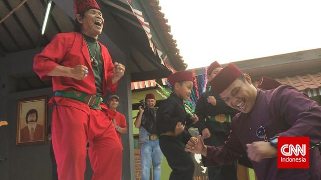 Lagu lawas yang dipopulerkan Benyamin, dari Kompor Mleduk sampai Dipatil Ikan Sembilang, tetap berdaya mengajak siapa pun bergoyang, termasuk pengisi dan pengunjung acara mengenang 20 tahun kepergian sang legenda, di Jagakarsa, Jakarta Selatan, kemarin (5/9).