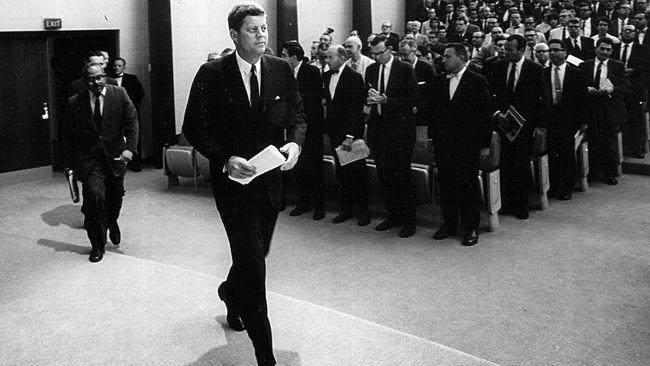 Tips Berpakaian Necis Ala Presiden John F Kennedy