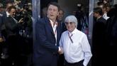 Sementara itu Perdana Menteri Italia, Matteo Renzi, bertemu dengan bos Formula 1, Bernie Eccelstone, untuk membicarakan masa depan Sirkuit Monza. (REUTERS/Max Rossi)