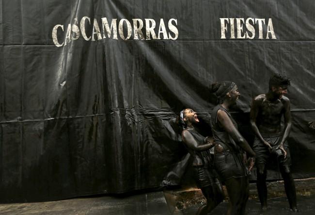 Festival ini menggambarkan kekuatan dan kemampuan Baza untuk mempertahankan Virgen de la Piedad. (REUTERS/Marcelo del Pozo).