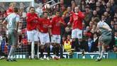 Musim 2008/09 adalah salah satu musim termanis Liverpool atas Manchester United. Pasalnya pada musim itu The Reds tak pernah kalah dari MU di liga. Setelah menang 2-1 pada paruh pertama di Anfield, Liverpool pesta gol 4-1 saat tandang ke Old Trafford pada paruh kedua, 14 Maret 2009. (Getty Images/Laurence Griffiths)