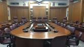 Menjajal rasanya menjadi pejabat tinggi DKI Jakarta di Ruang Rapat Pimpinan. Setiap Senin, Ahok, Wakil Gubernur, beserta jajarannya, Satuan Kerja Perangkat Daerah (SKPD), juga direktur Badan Usaha Milik Daerah (BUMD) mengurai persoalan Ibu Kota.