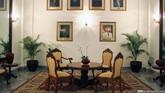 Sesuai namanya, Ruang Foto Gubernur memajang foto maupun lukisan wajah Gubernur DKI Jakarta dari masa ke masa, dari Suwirjo, Ali Sadikin, Sulistyo, Fauzi Bowo, Joko Widodo sampai Ahok.