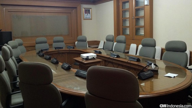 Ruang Tim Pembebasan Urusan Tanah (TPUT) biasa digunakan oleh para pemimpin DKI untuk berkoordinasi dalam memutuskan urusan kebijakan pertanahan dan segala sesuatu yang berhubungan dengan pembangunan Ibu Kota.