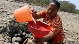 Kekeringan, Warga Pegadungan Konsumsi Air Sungai Keruh
