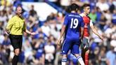 Diego Costa semakin dikenal sebagai pemain pencari masalah setelah memancing emosi bek Arsenal Gabriel Paulista di Stamford Bridge, 19 September 2015. (Reuters / Dylan Martinez)