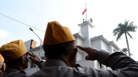 Tegang dan Haru dalam Peringatan Perobekan Bendera Belanda