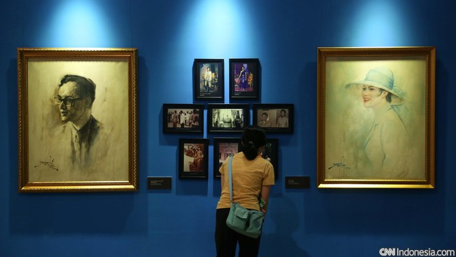 Bagi sebagian pengunjung pameran Rayuan 100 Tahun Basoeki Abdullah sangat mengesankan. Seperti dikatakan beberapa pelajar SMAN 67 Jakarta kepada CNN Indonesia (21/9), pameran ini memberikan pengalaman luar biasa, juga pembelajaran seni dan sejarah yang menarik. (CNN Indonesia/Safir Makki)