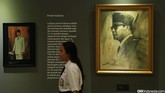Sebagian lukisan karya Basoeki Abdullah yang dikoleksi Presiden pertama Republik Indonesia Soekarno disimpan di rumah di Pengangsaan Timur. Demikian disampaikan Guruh Soekarnoputra kepada CNN Indonesia (21/9). (CNN Indonesia/Safir Makki)