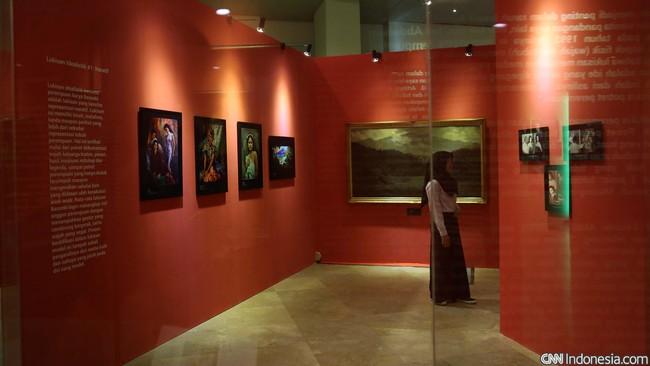 Pameran Rayuan 100 Tahun Basoeki Abdullah disajikan oleh kurator Mikke Sutanto dalam tujuh bab atau ruang berbeda.