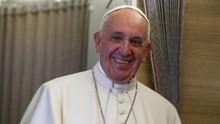 Paus Fransiskus Menikahkan Pasangan Cile di Atas Pesawat