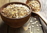 Oatmeal bukan sekadar pengganti nasi. Dengan olahan granola, apel dan sedikit yogurt, oatmeal bisa jadi camilan tepat di sore hari untuk menunggu waktu makan malam. (foto: thinkstock)