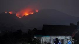 Gunung Merbabu Kebakaran, Pendakian Ditutup Sementara