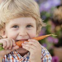 Kandungan air tinggi pada wortel bagus untuk memutihkan gigi Anda dengan membersihkan sisa makanan yang ada. Wortel juga bisa memperkuat gusi sehingga tak salah dijadikan jagoan dalam menjaga kesehatan mulut. Foto: Thinkstock
