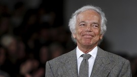 Desainer Ralph Lauren Terima Gelar KBE dari Pangeran Charles