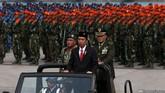 Presiden Joko Widodo saat menjadi Irup Upacara Parade dan Defile Peringatan ke-70 Hari TNI di Dermaga Indah Kiat, Cilegon, Senin (5/10). (CNN Indonesia/ Safir Makki)