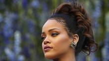 Rihanna Gugat Ayah Sendiri Gara-gara Nama 'Fenty'