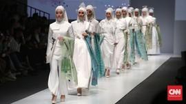Nuansa Bening Busana Hijab di Jakarta Fashion Week 2016