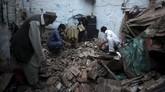 Gempa kali ini terjadi selang enam bulan setelah peristiwa serupa terjadi di Nepal pada 25 April lalu, menewaskan 9.000 orang dan merusak 900 ribu rumah. (Reuters/Fayaz Aziz)