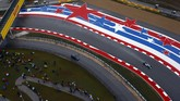 Hamilton menjajal mobilnya di sesi kualifikasi. Pebalap Inggris ini datang ke Texas dengan tujuan merebut gelar juara dunia ketiga dalam kariernya. (REUTERS/Mike Stone)