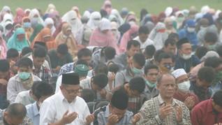 Jawa Timur Kekeringan, Khofifah Gelar Salat Minta Hujan