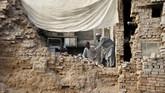 Menurut Ahmad Barmak, Menteri Dalam negeri Afghanistan, sekitar 4.000 rumah ambruk atau rusak akibat gempa. (Reuters/Khuram Parvez)