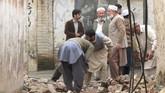 Di Pakistan, hampir 1.000 orang terluka tertimpa bangunan roboh karena gempa. Diperkirakan jumlah korban masih akan bertambah. (Reuters/Fayaz Aziz)