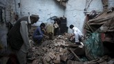 Gempa bumi terjadi pada Senin (26/10) di Afghanistan, terasa getarannya hingga Pakistan dan India, menewaskan sedikitnya 300 orang. (Reuters/Fayaz Aziz)