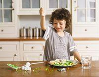 Walau jarang dikonsumsi sebagai camilan, tapi kacang polong baik yang ada di sayur mengandung asam pantotenat yang membantu tubuh menghasilkan asetikolin untuk mengatur aktivitas otak selama tidur, dan menghasilkan melatonin yang mengatur siklus tidur. Foto: Getty Images