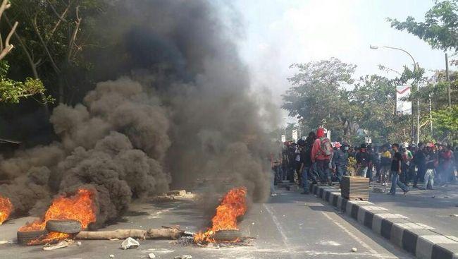 Akses Jalan Gorontalo Utara-Buol Diblokir Warga