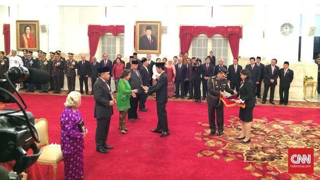 Jokowi Anugerahkan Gelar Pahlawan Nasional Ke Lima Tokoh