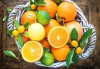Jeruk yang kaya akan vitamin C berfungsi untuk mengatasi masuk angin dan masalah perut seperti kembung. Jeruk peras hangat sangat baik untuk mengatasi kembung. (Foto: Thinkstock)