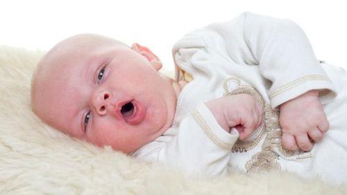 Bayi Usia 2 Minggu yang Sering Muntah Tiap Menyusu