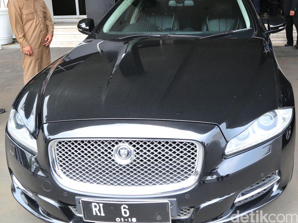 Saat itu, Jaguar XJ yang ditumpangi Novanto juga mengenakan pelat RI 6. (Foto: Lamhot Aritonang)
