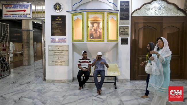Kegiatan berikutnya setelah mendaraskan doa di Sikh Temple, Gunung Sahari, Jakarta (10-11/11), yaitu bersilaturahmi antar keluarga. Festival Cahaya atau Diwali dirayakan selama sepekan, diisi kegiatan berdoa, bersantap, dan bersilaturahmi.