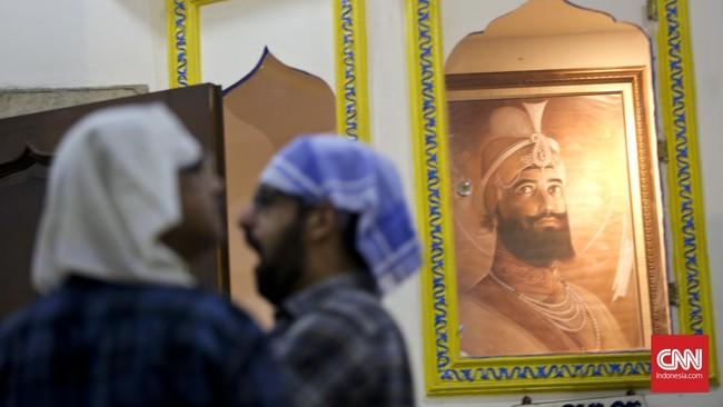Festival Cahaya atau Diwali yang diadakan oleh warga keturunan India di Sikh Temple, Gunung Sahari, Jakarta (10-11/11) diisi dengan kegiatan berdoa bersama. Menurut Shanty Tolani, warga setempat, doa dipanjatkan kepada Dewi Laksmi dan Dewa Ganesha.