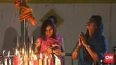 Festival Cahaya atau Diwali melambangkan kemenangan baik atas buruk. Lampu dan lilin dinyalakan sebagai tanda perayaan serta harapan umat manusia. Diwali diadakan oleh warga keturunan India di Sikh Temple, Gunung Sahari, Jakarta (10-11/11).