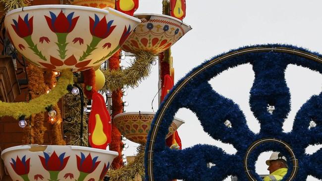 Festival Cahaya atau Diwali digelar di Leicester, Inggris, yang merupakan jantung komunitas Asia, pada Rabu (11/11). Elemen-elemen seni budaya khas Asia plus 6.500 lampu menghiasi sudut bangunan hingga lanskap kota.