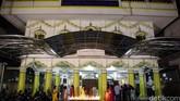 Warga keturunan India yang berdomisili di kawasan Gunung Sahari, Jakarta, merayakan Tahun Baru dalam kalender Hindu. Perayaan yang disebut Diwali (Deepavali) atau Festival Cahaya ini diadakan di Sikh Temple, baru-baru ini (10-11/11).