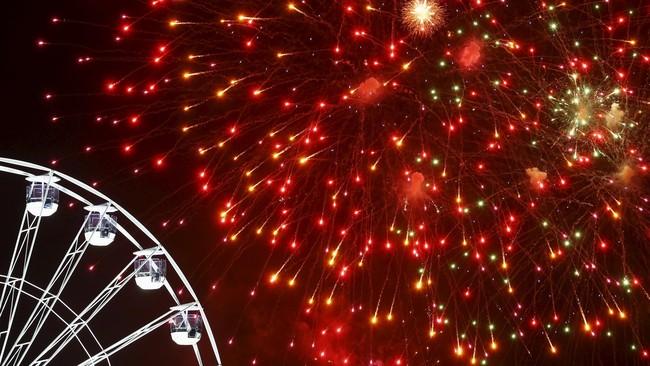 Pesta kembang api menjadi penutup acara Festival Cahaya atau Diwali di Leicester, Inggris, pada Rabu (11/11). Namun perayaaannya masih diestafet hingga beberapa hari berikutnya dengan berbagai agenda kegiatan. Wisatawan juga bisa mengunjungi destinasi wisata lain dari museum, bar sampai pertokoan.