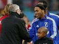 Ronaldinho Nyaris Tertimpa Lampu Lalu Lintas